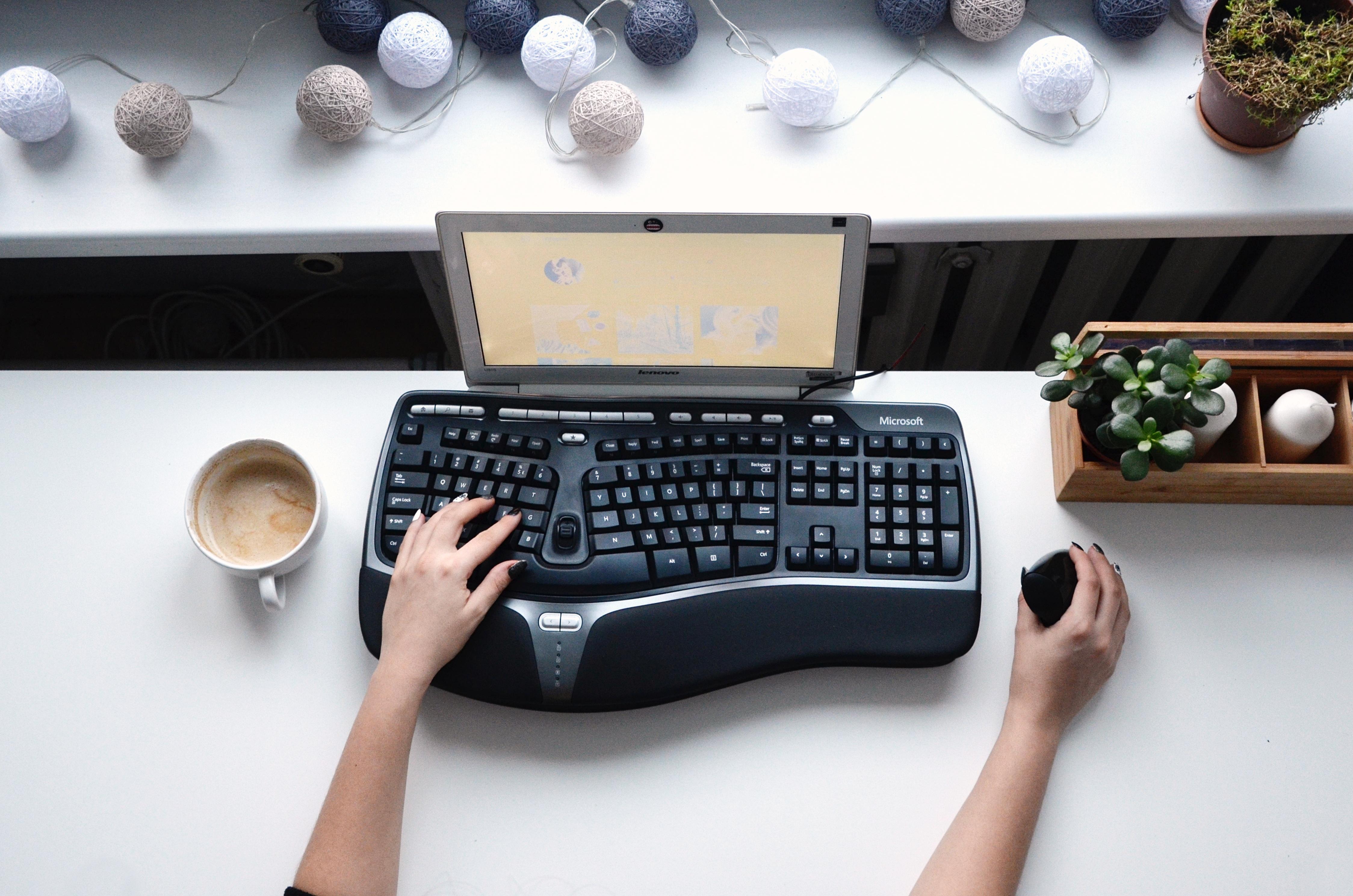 klawiatura ergonomiczna myszka pionowa
